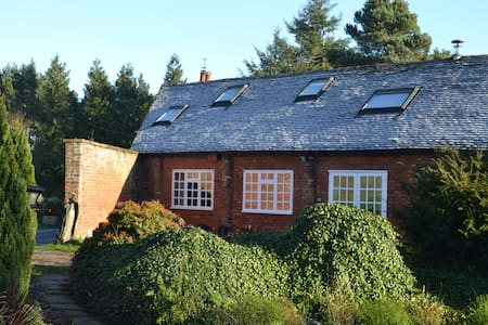 The Barn, set in meadow and woodland. - Shifnal - Ev
