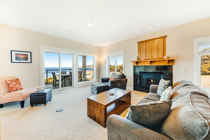 Oceanfront top floor condo with stunning views gas fireplace and grill!