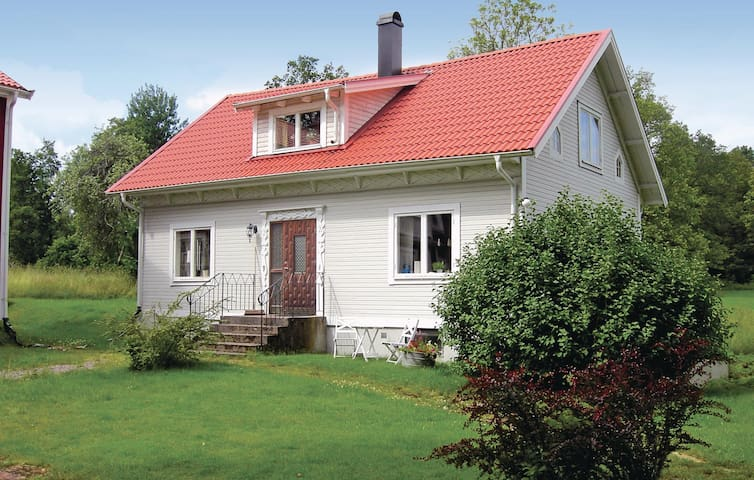 Former farm house with 3 bedrooms on 117m² in Orrefors