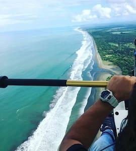 Dreamy Contentment Budget Bungalow - Playa Matapao
