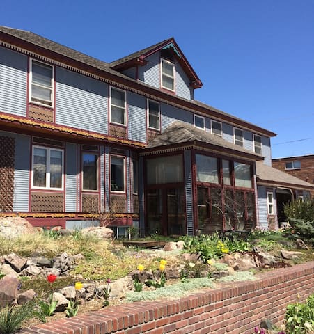 Private one bedroom apartment 1/2 block from UW - Laramie - Lejlighed
