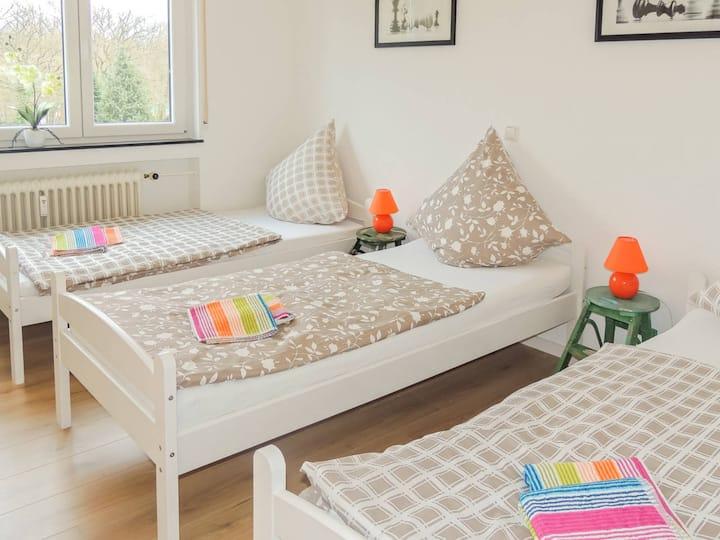 BK02 moderne Ferienwohnungin einem ruhigem Haus mit Balkon in Bruchköbel nahe Frankfurt incl. W-LAN