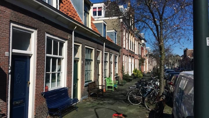 Full house in the city center of Delft (with cat)