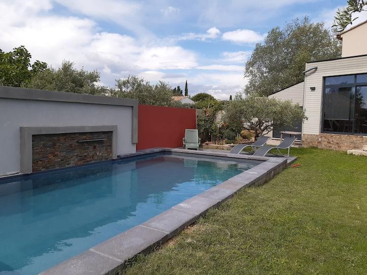 Studio avec piscine au sel au pied du Lubéron