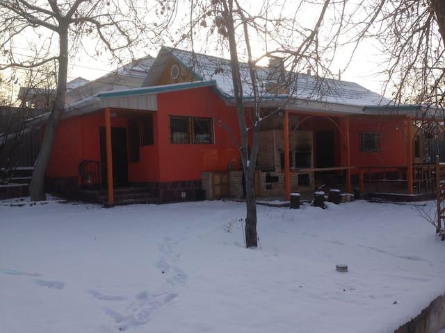 Shm8's place - Almaty - House