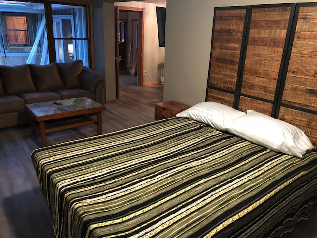 Interlochen, MI-Studio Apt., Sleeps 4