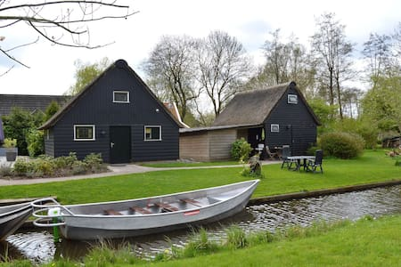 Modern holiday home in old centre of Giethoorn with 2 hours of boat use