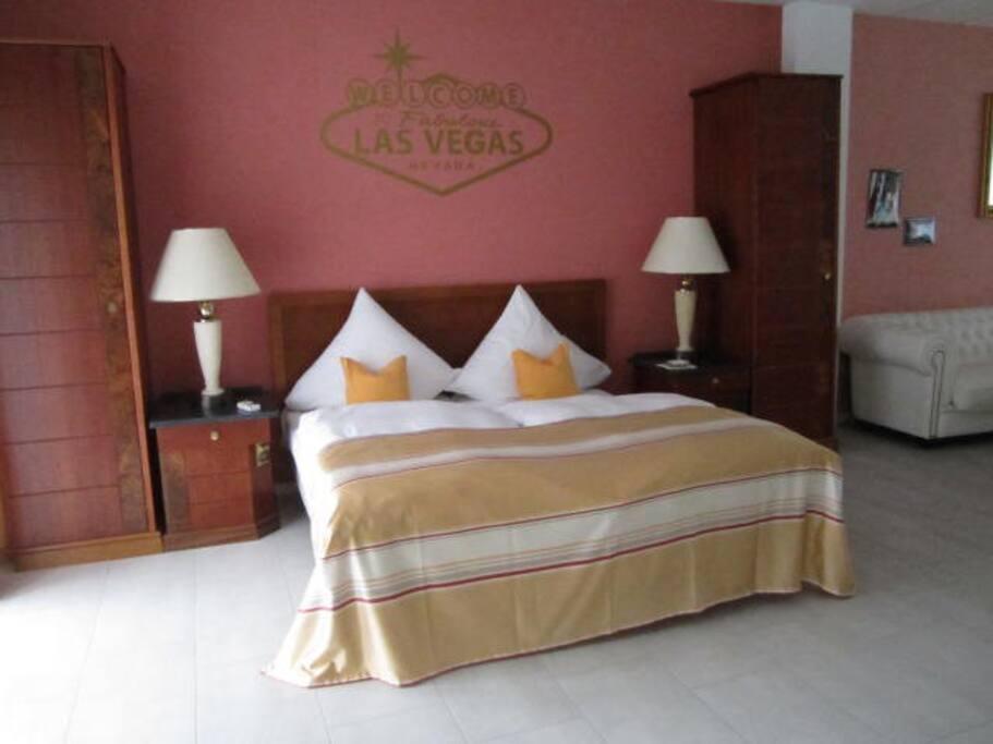 Zimmer Bett 1,80 m x 2,00 m
