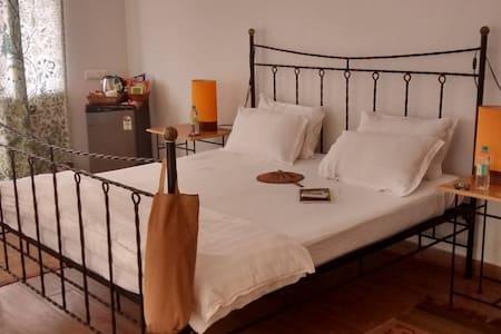 Chic room Priya in tranquil Goa - Varca