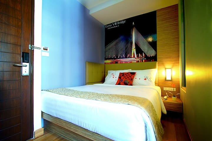 Private room for 1 guest @ BTS Skytrain Station - Bangkok - Bed & Breakfast
