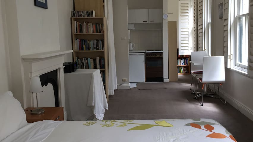 PARISIAN-STYLE STUDIO IN TOP LOCATION - Woolloomooloo - Daire