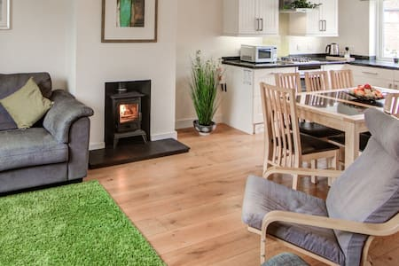 A fresh & modern country cottage