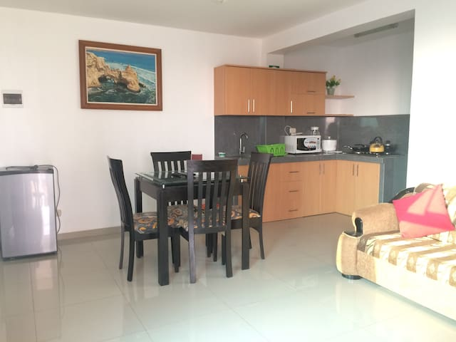 Shalom Apart: Apartment with sea view