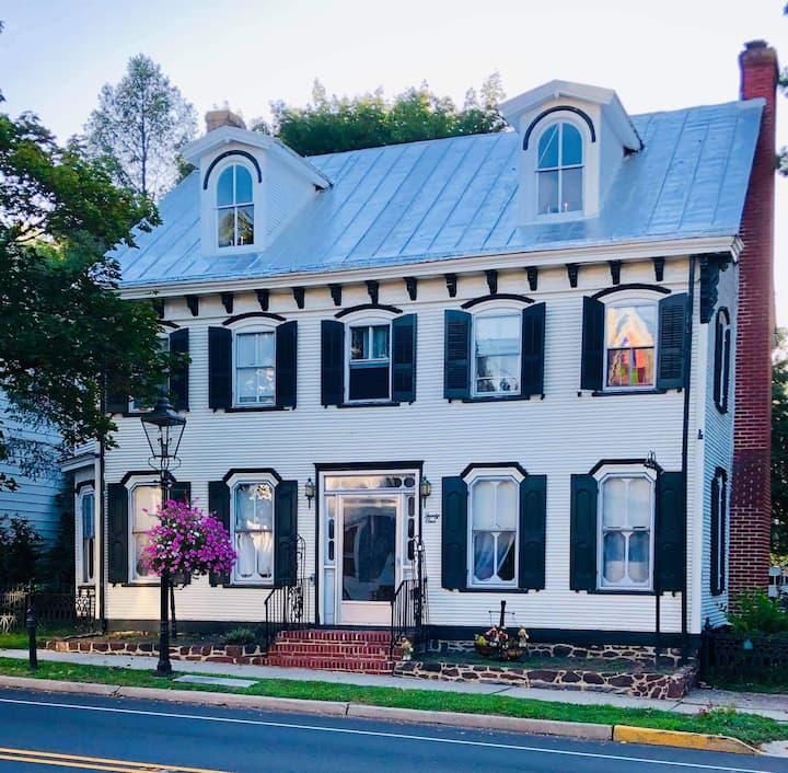 Ren & Ven Victorian Inn