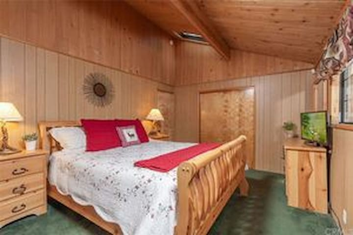Master bedroom with California King, private bathroom and 2 skylights over the bed to wake up to. Good morning forest!