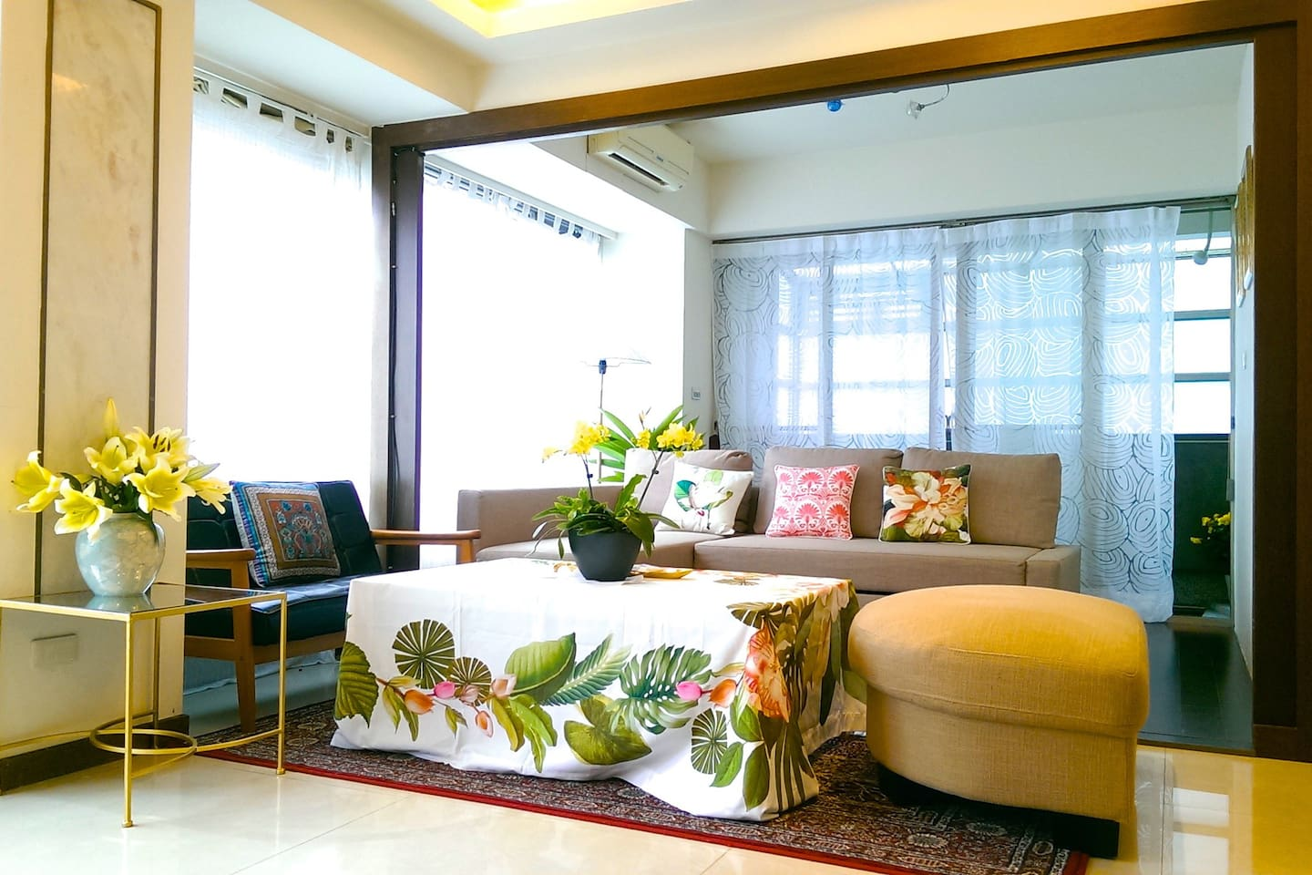Bright, lush and very spacious living room with multiple sofas for 14 guests