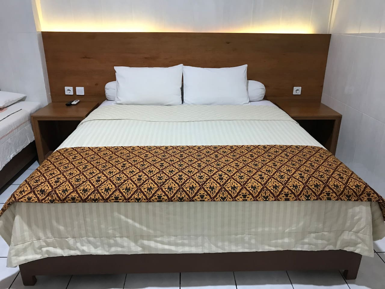 Double Bed Room, own Restroom, TV, WiFi, Worktable, Chair