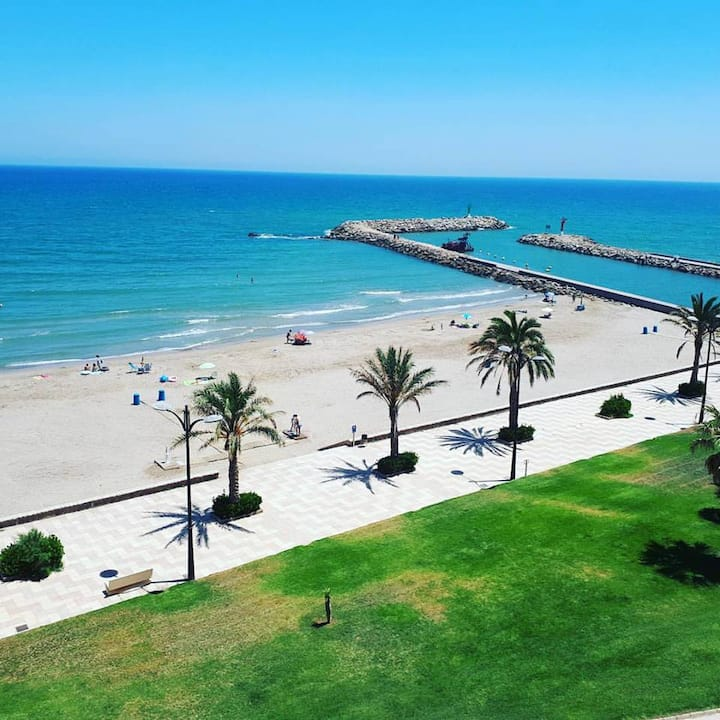 New sunny excellent apartment in 1st sea line