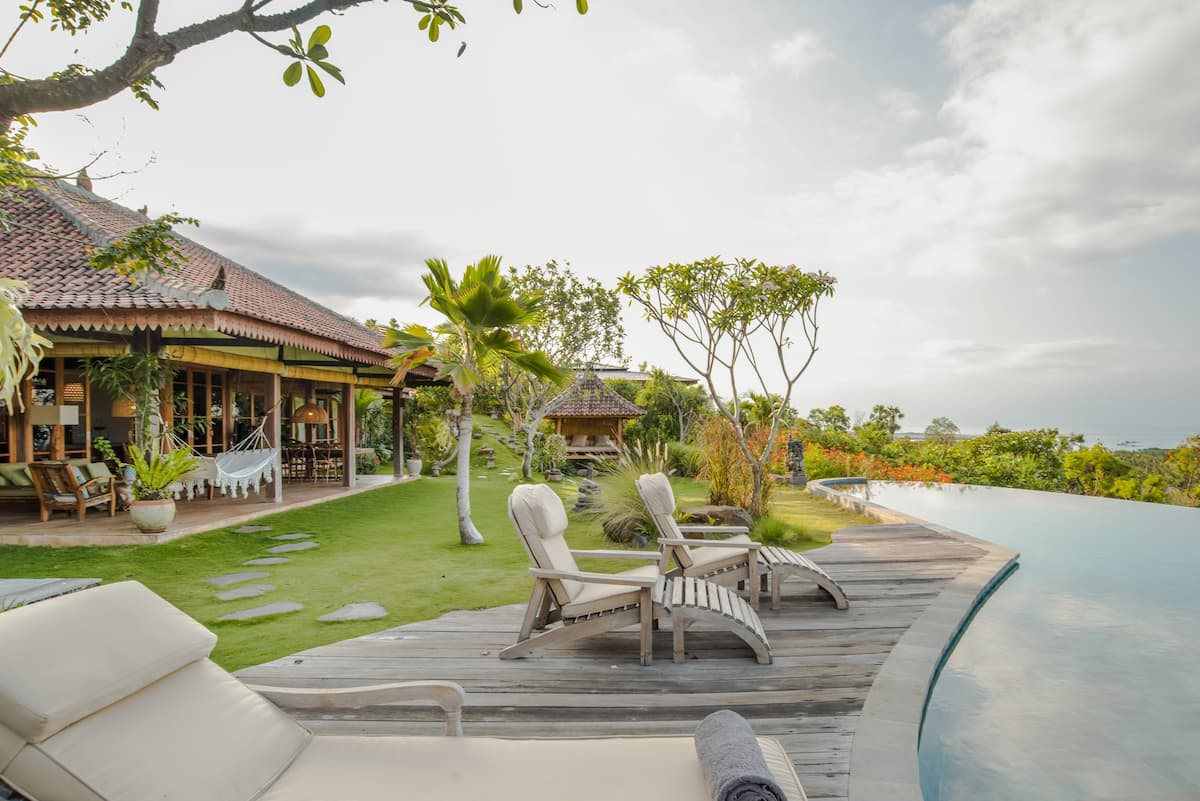 Villa Madoe with Spectacular Views and an Infinity Pool