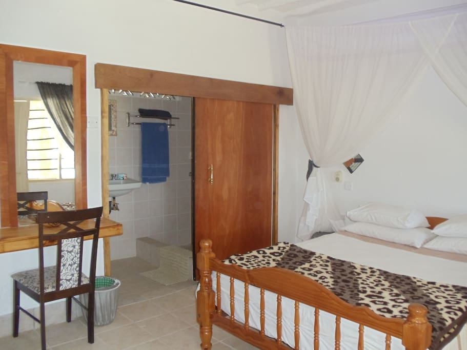 Double room with shower,toilet and hot and cold water