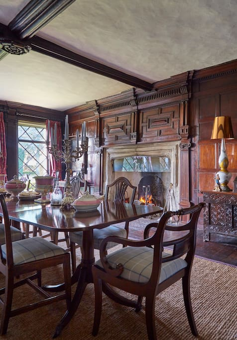 The Great Parlour. The famous author, John Bunyan, (author of Pilgrim's Progress) was interrogated here by Sir Francis Wingate in 1660. The fireplace is Tudor, the panelling Jacobean.