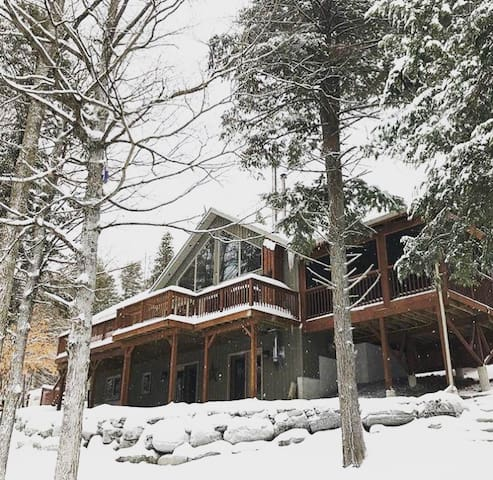 Waterfront Chalet, Hot Tub, Yoga Studio, Rink (14)