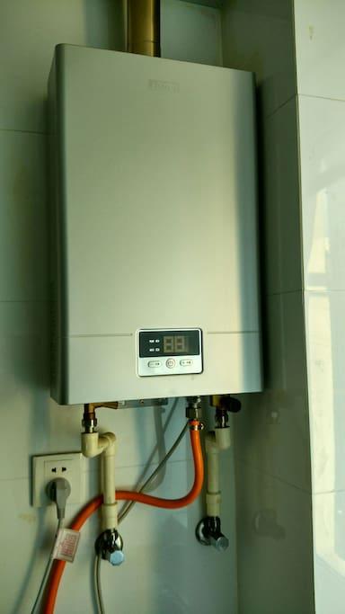 海尔热水器温控1度,热水随心,洗去你一身疲惫