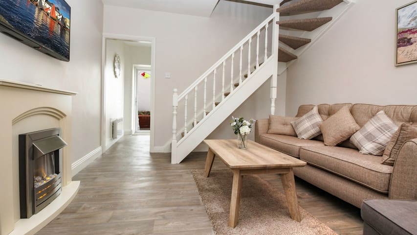 Cosy, family friendly townhouse in the heart of the city with its own private courtyard