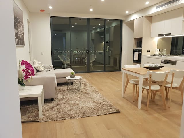 2br 2bth apartment with parking near airport