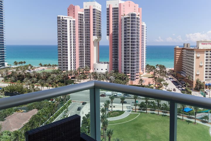 Spectacular high floor in Sunny Isles! Near Beach!