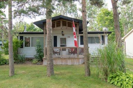 Birder & Beach-goer Cottage Retreat