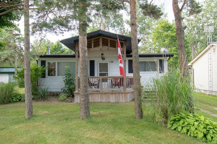 Birder & Beach-goer Cottage Retreat