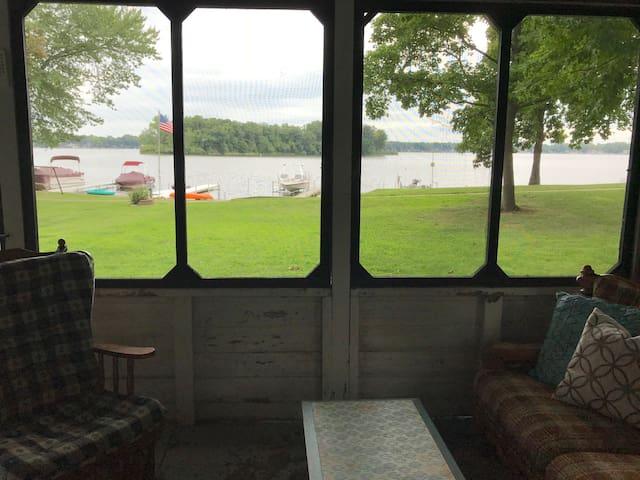 Lakefront Cottage (The Shack)