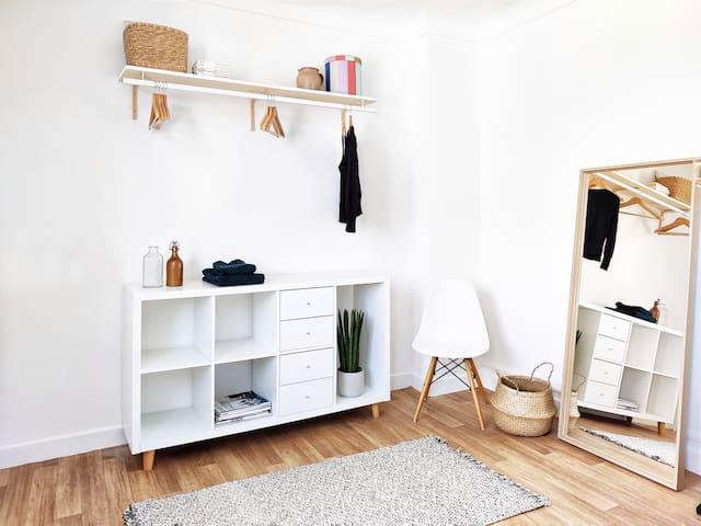 Chambre, espace rangement