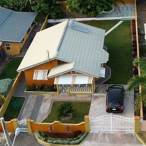 Stunning 2 bed 1 bath villa , Drax Hall- Ocho Rios