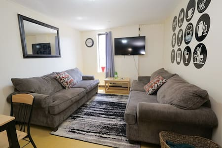 Super Sunny City Sights & Great Downtown Location!