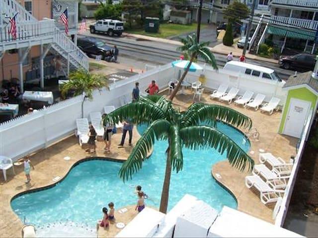 1bdrm/1bath-2 blocks from boardwalk-pool