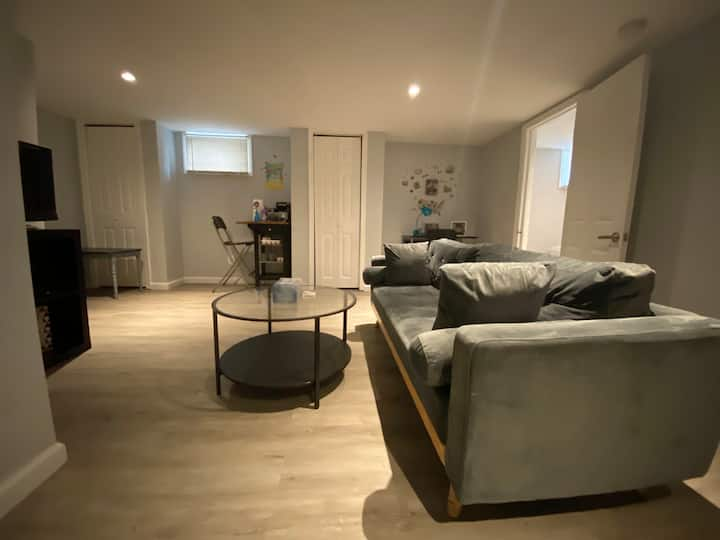 Newly renovated 2 bedrooms basement unit