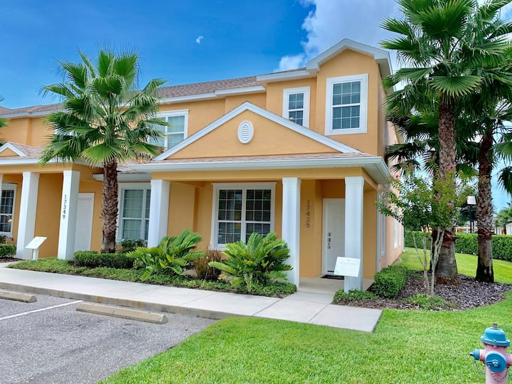 Gorgeous 3 BR, Newly Renovated Townhouse By Disney