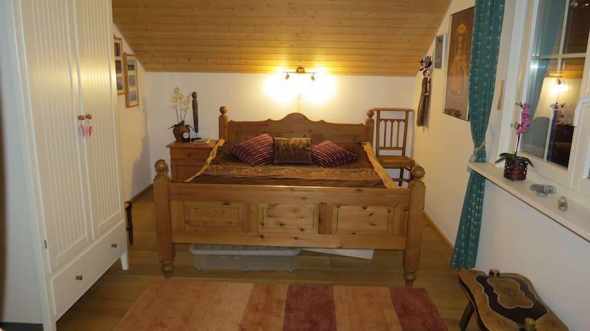 Teste das gemütlichste Zimmer im Kanton Graubünden - Trin - Talo
