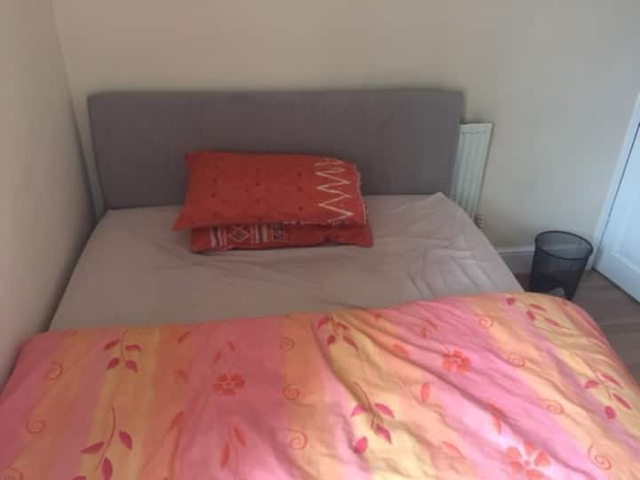 Double room  walking distance within 10min reach