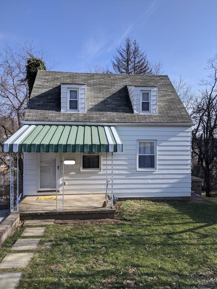2-Bedroom House in South Hills of Pittsburgh