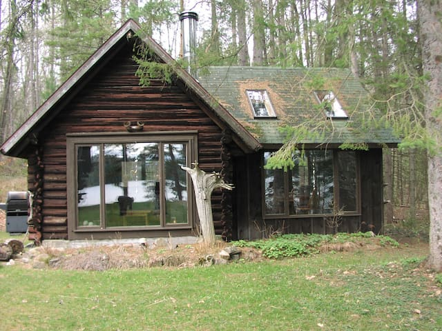 A garden cabin on private lake- 80km from Ottawa ! - Mulgrave-et-Derry - Blockhütte