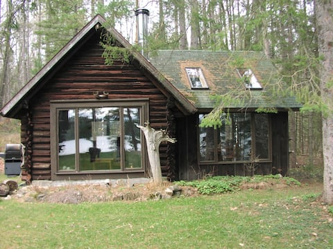 A garden cabin on private lake- 80km from Ottawa !