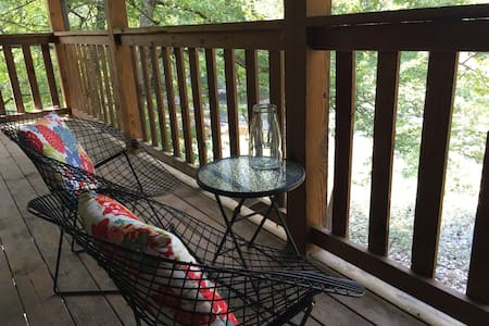 Rustic Relaxation on the Little River in Smokies! - Townsend - Penzion (B&B)