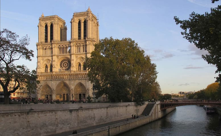 Notre Dame, Central and Romantic - Paris - Apartment