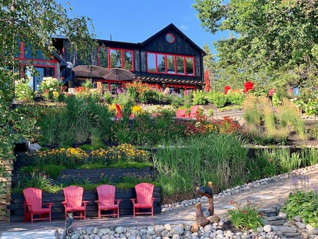 Rustic 3 Mile Lake Estate for Waterfront Retreat