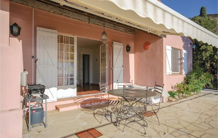 Holiday cottage with 2 bedrooms on 100m² in Les Issambres