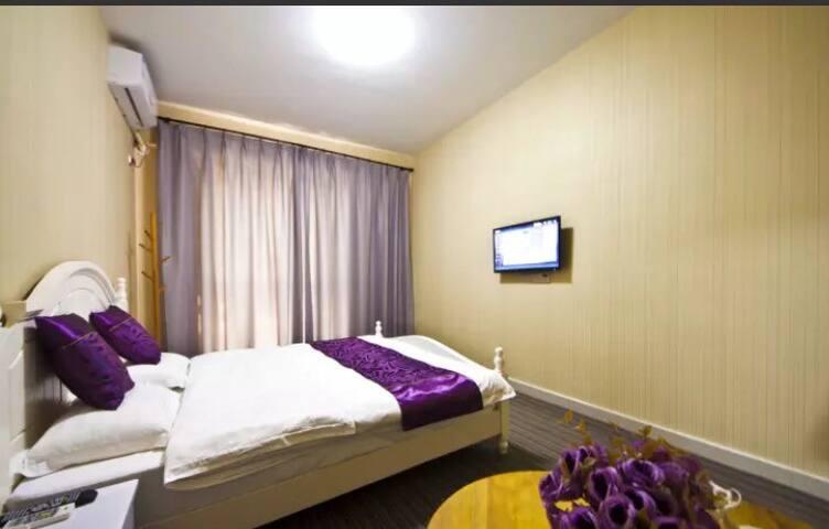 福州长乐国际机场旁民宿(免费接送机)——紫色情迷普通大床房