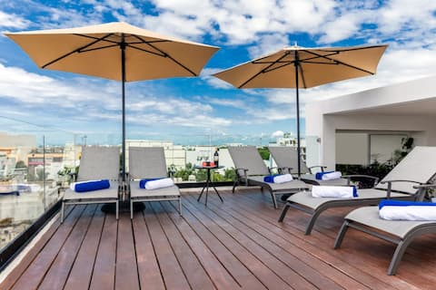 PRIVATE EXECUTIVE ROOFTOP ROOM BREAKFAST INCLUDED